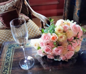 ....this scented bouquet is made up of a mix of spray roses and rosemary.The roses are from Vroon Roses, Netherlands, and the quality is outstanding.We have a lovely catalogue in the shop of their different varieties.